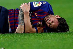Nóng: Messi gãy tay, phải nghỉ thi đấu