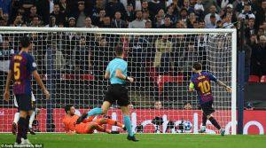 """""""Messi phải được khóa bằng còng tay và súng"""""""