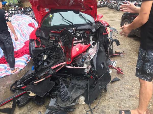Tuấn Hưng gặp tai nạn, siêu xe 15 tỷ đâm nát đầu