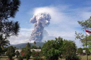 Thảm họa Indonesia: Sau sóng thần khiến 1.400 người chết, đến lượt núi lửa thức giấc