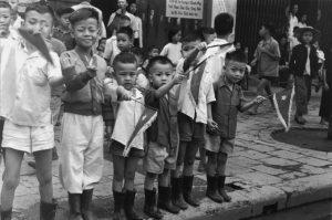 Tư liệu quý: Người dân chào đón Trung đoàn Thủ đô 64 năm trước