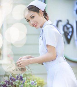 Nữ y tá Thái Lan bị bệnh viện sa thải vì… quá xinh đẹp