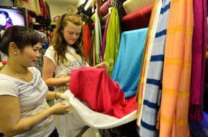 Ngập tràn sắc lụa tại tuần văn hóa du lịch thương mại Vạn Phúc