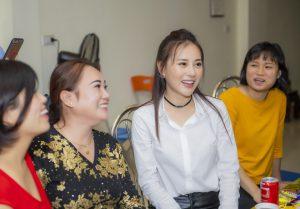Phương Oanh 'Quỳnh búp bê' trong vòng tay yêu mến khán giả quê nhà.