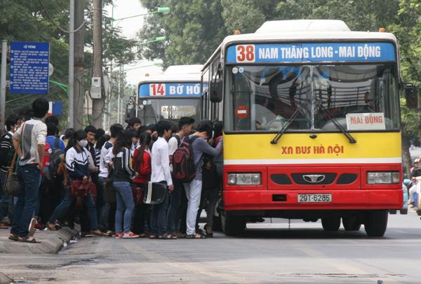 Ôtô bị phạt tối đa 800.000 đồng lỗi dừng, đỗ xe ở điểm đón trả khách xe buýt