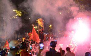 Việt Nam vô địch AFF Cup 2018: Triệu người xuống đường ăn mừng thời khắc lịch sử