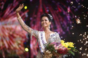 H'Hen Niê: Từ sinh viên nghèo rửa bát thuê đến người làm nên lịch sử tại Hoa hậu hoàn vũ