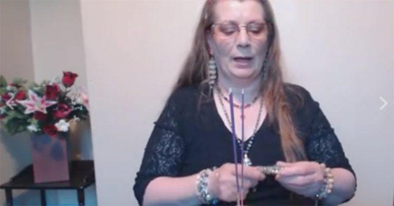 Ly kỳ chuyện người phụ nữ có thể trò chuyện với các hồn ma qua Facebook
