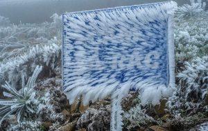 Bất chấp giá rét, giới trẻ 'check-in' băng tuyết ở Mẫu Sơn