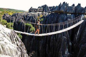 Chinh phục rừng đá Tsingy ở Madagascar