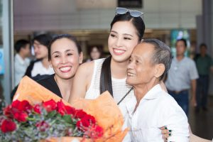 Hoa hậu Tiểu Vy đón giao thừa tại Phố cổ Hội An