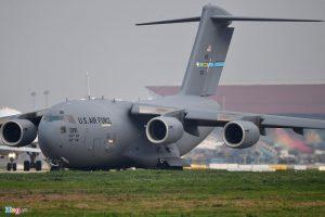 3 tiếng ở sân bay Nội Bài của Máy bay vận tải C-17 của Không quân Mỹ