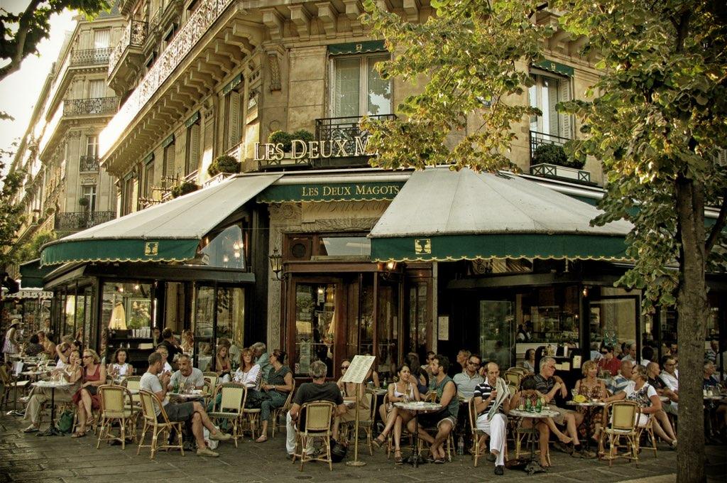 Cafe 'vỉa hè' của Paris có gì độc đáo, khác biệt so với Việt Nam?