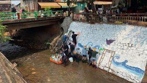 Lan tỏa trào lưu dọn rác du lịch