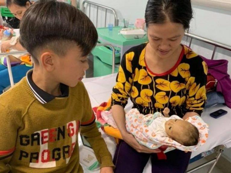 Cậu bé 13 tuổi đạp xe không phanh từ Sơn La xuống Hà Nội thăm em