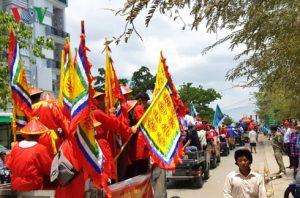 Hàng ngàn người dân đổ về Lễ hội Nghinh Ông lớn nhất Đất Mũi