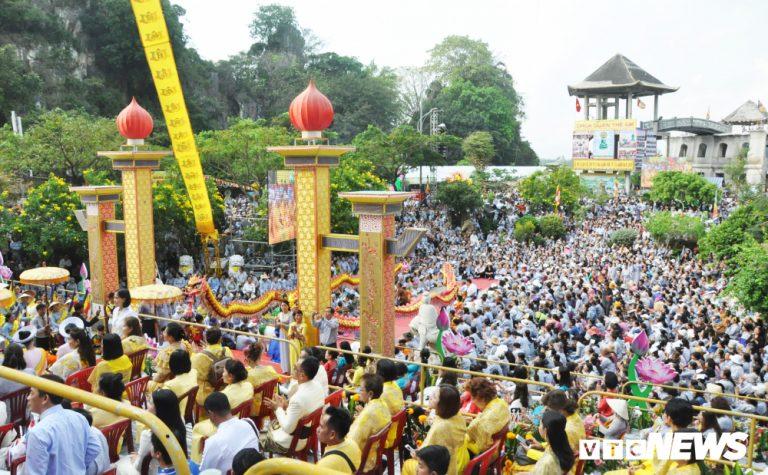 Lễ hội Phật giáo lớn nhất Đà Nẵng thu hút hàng vạn người dân, du khách