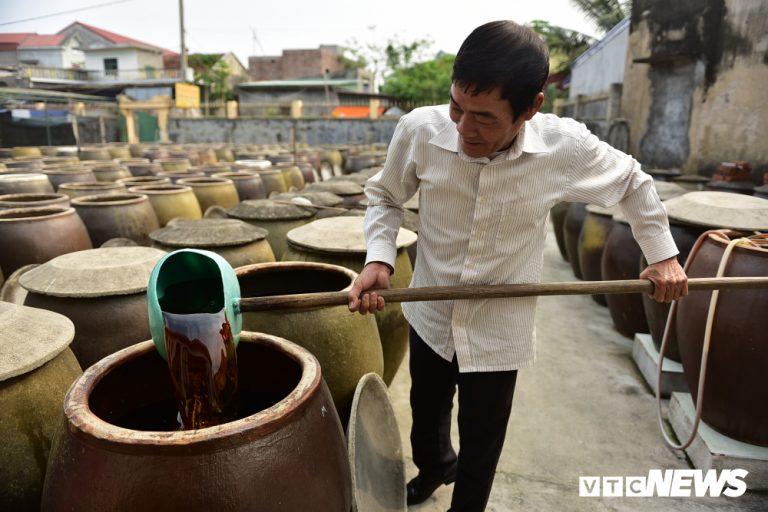 Quy trình sản xuất nước mắm Cát Hải, 2 năm mới cho ra thành phẩm