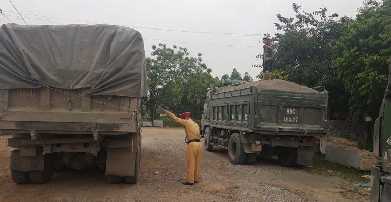 Bắc Giang: Ra quân kiểm soát xe quá khổ, quá tải