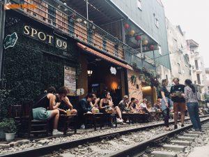 Kiểu uống cà phê thách thức thần chết ở Hà Nội