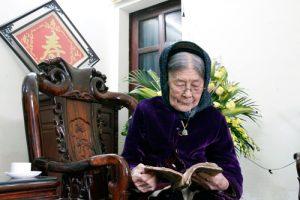 Cụ bà trăm tuổi vẫn đọc được Truyện Kiều bằng chữ Nôm