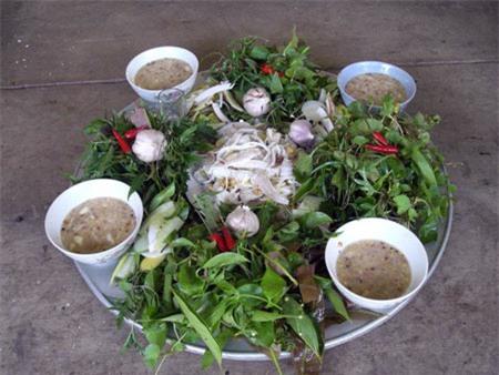 Thưởng thức gỏi cá mè Bắc Giang, cực ngon mà không tanh