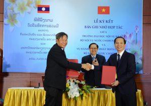 Bộ Nội vụ Lào và trường Đại học Nội vụ ký bản ghi nhớ hợp tác và đánh giá phát triển công chức