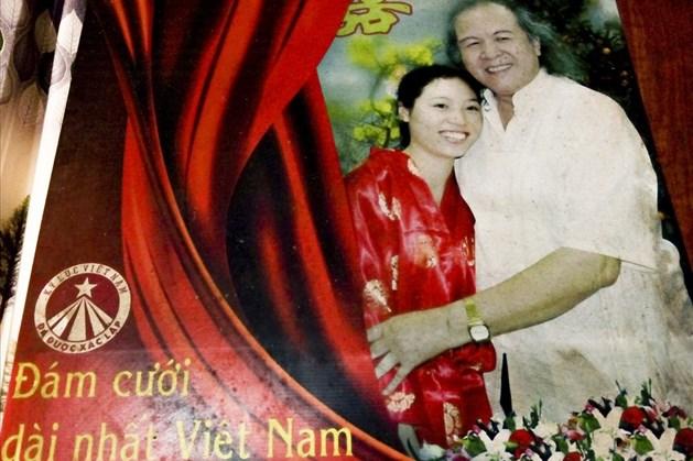 Đám cưới kỷ lục kéo dài 28 ngày của cụ ông lấy vợ kém 52 tuổi ở Ba Vì