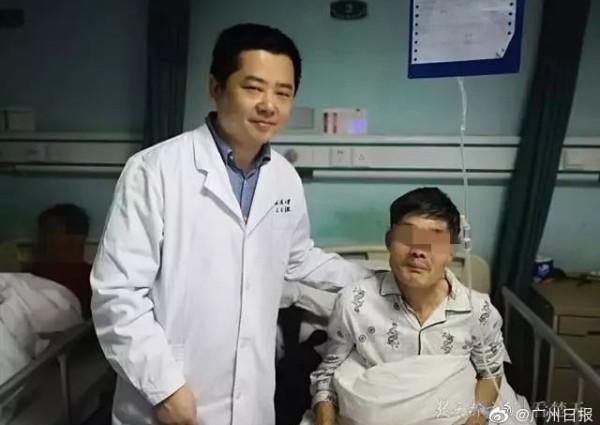 Người đàn ông say rượu nôn ra khối u 10cm, sau đó nuốt trở lại