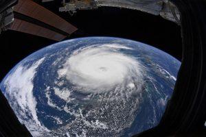 NASA công bố những hình ảnh khủng khiếp về Dorian, siêu bão lớn thứ 2 trong lịch sử