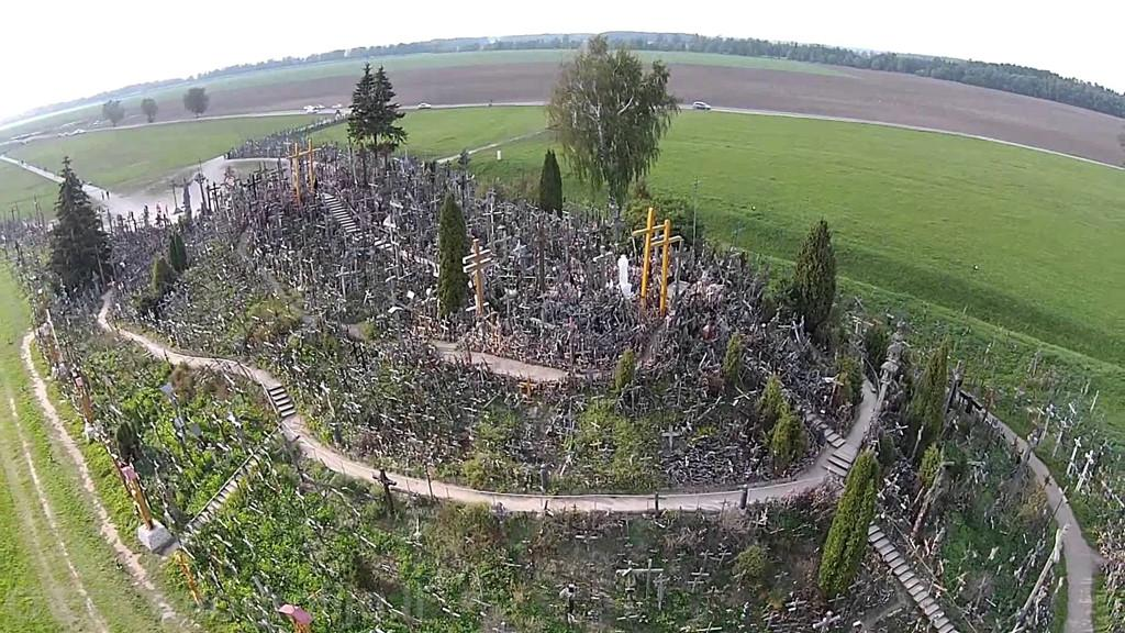 Mê cung 200.000 thánh giá bí ẩn trên ngọn đồi rợn tóc gáy