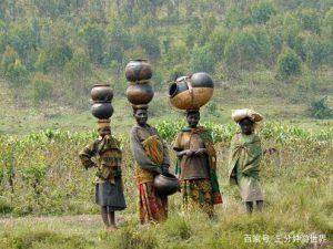 Phụ nữ châu Phi và tuyệt kỹ 'đội cả thế giới lên đầu'