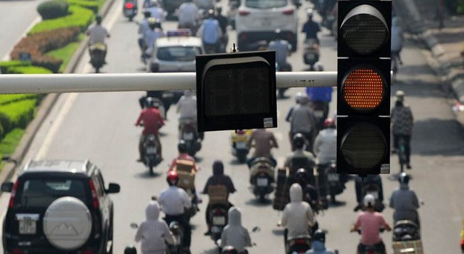 Gặp đèn đỏ, rẽ phải có thể bị tước bằng lái 3 tháng