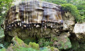 Giếng nước khiến mọi vật hóa đá