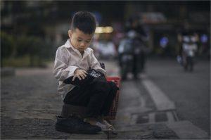 Thằng bé đánh giày