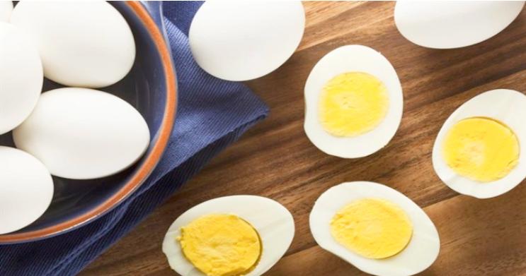 Nhận lời thách đố ăn 50 quả trứng luộc, người đàn ông Ấn Độ tử vong