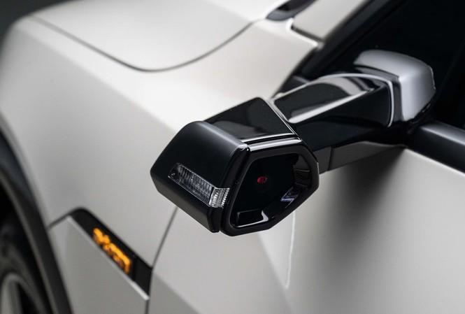 Camera đang dần thay thế gương chiếu hậu trên ôtô?