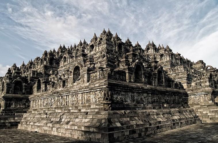 Ngôi đền Phật giáo lớn nhất thế giới ở Indonesia ẩn chứa kết cấu vũ trụ