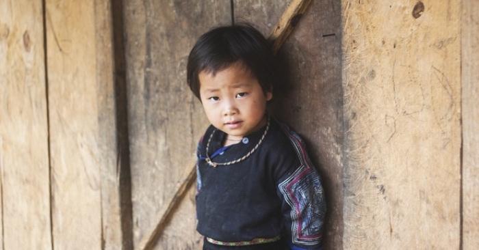 Học chữ 'Hiếu' từ em bé vùng cao