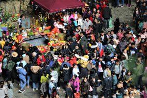 Hơn 4 vạn du khách đổ về chùa Hương trước ngày khai hội