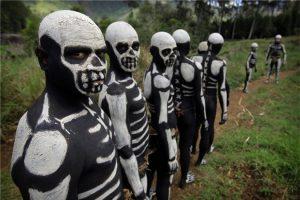 Khám phá những bộ tộc kỳ quái nhất hành tinh