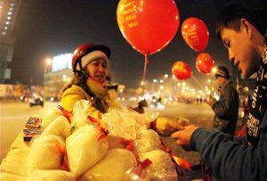 Tại sao người Việt: Đầu năm mua muối, cuối năm mua vôi?