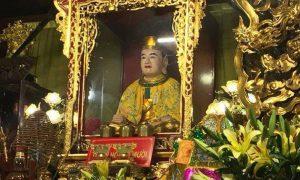 Đầu năm đến đền ông Hoàng Mười
