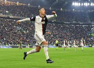 Ronaldo lập hàng loạt kỷ lục sau cú hat-trick mở màn thập kỷ mới