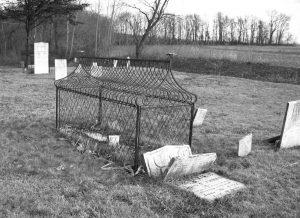 Sự thật rùng rợn ngôi mộ bọc lồng sắt kỳ dị nhất TG