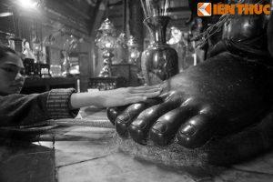 Thót tim nghe kể truyện về pho tượng 'đồng đen' khổng lồ ở Hà Nội