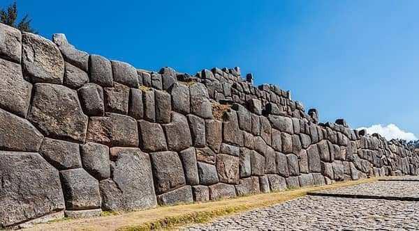 Bí ẩn bức tường đá khổng lồ của người Inca