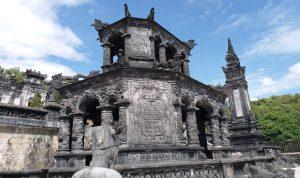 Ấn tượng kiến trúc xa hoa của lăng Khải Định