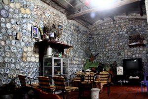 Ngôi nhà gắn hàng nghìn cổ vật của người nông dân mê đồ cổ