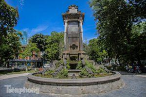 Đeo đai sắt cho đài phun nước cổ nhất Hà Nội